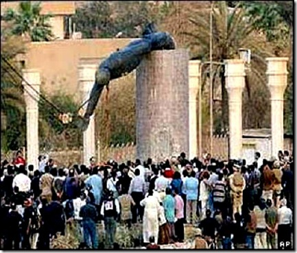 Crowd Cheers Saddam's Statue toppling