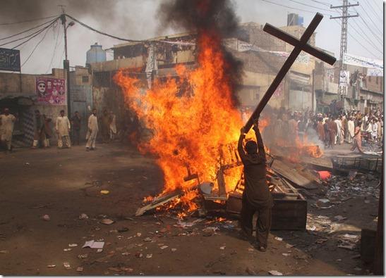 Muslims desecrate Church Lahore, Pakistan 3-9-13