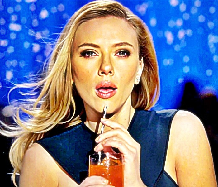 http://oneway2day.files.wordpress.com/2014/01/scarlett-johansson-sipping-sodastream-beverage-2.jpg