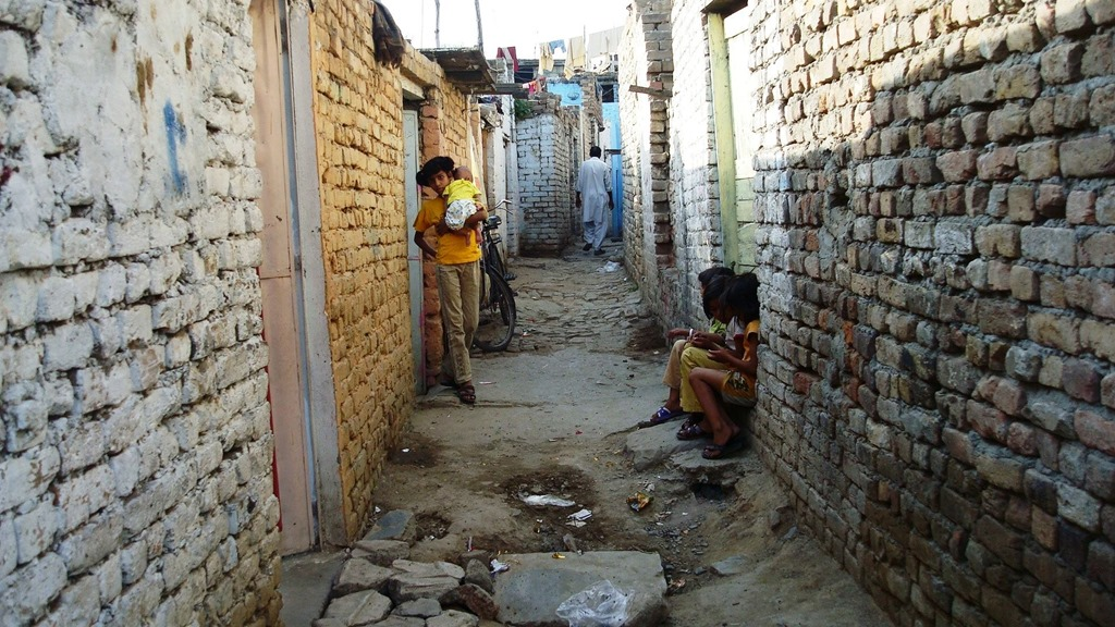 http://oneway2day.files.wordpress.com/2014/02/islamabad-slum-street-existence.jpg