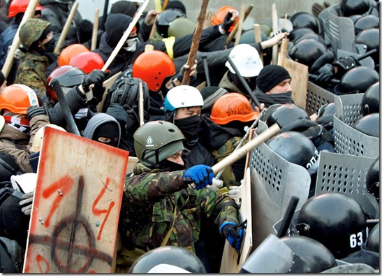 Protestors Clash with Police in Maidan Kiev 19-01-14
