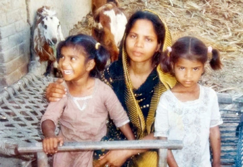 http://oneway2day.files.wordpress.com/2014/03/asia-bibi-mother-of-five-with-two-of-her-children.jpg