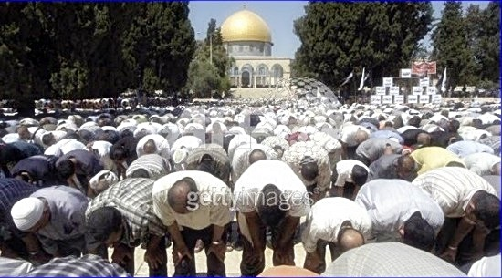 Muslims praying on Temple Mount point their behinds to Temple Mount 2