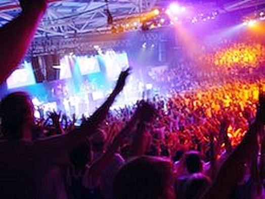 Worship Large Crowd-Simon East - Wikipedia